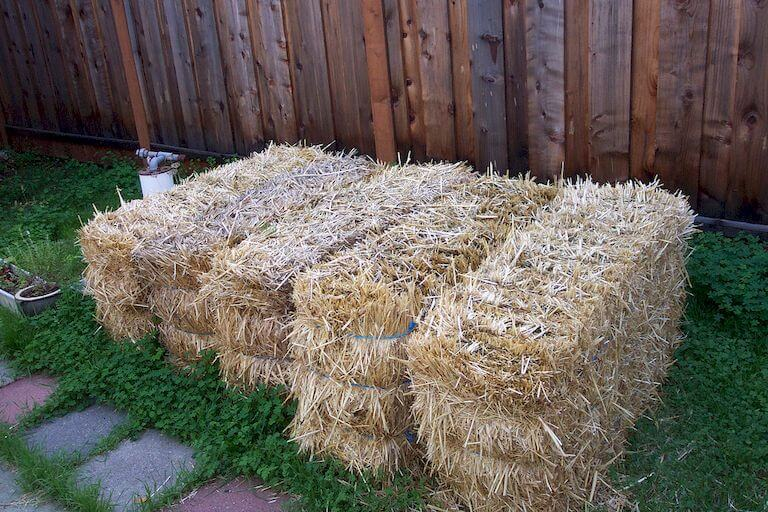 Placing the straw bales