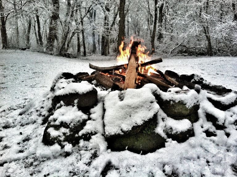 How to build a campfire in the snow